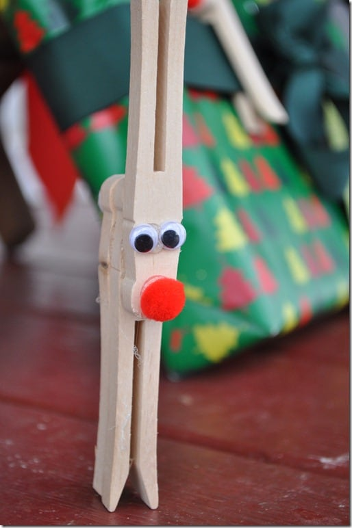 Clothespin reindeer craft for kids for Close pin crafts