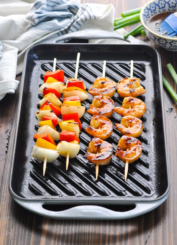 Front shot of shrimp kabobs on a grill pan