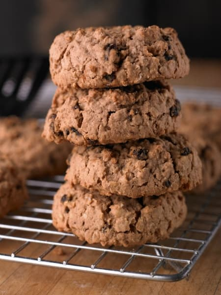 oatmeal-currant-cookies-on-rack