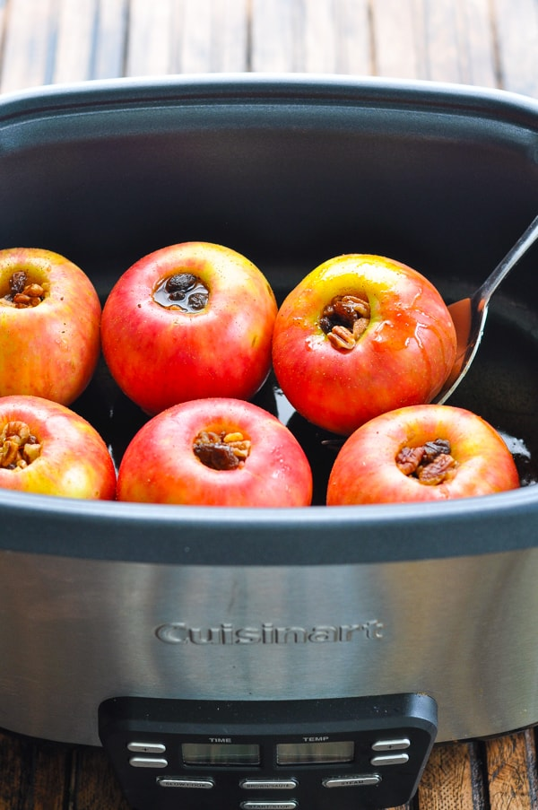 Slow cooker baked apples with cinnamon in the crock pot