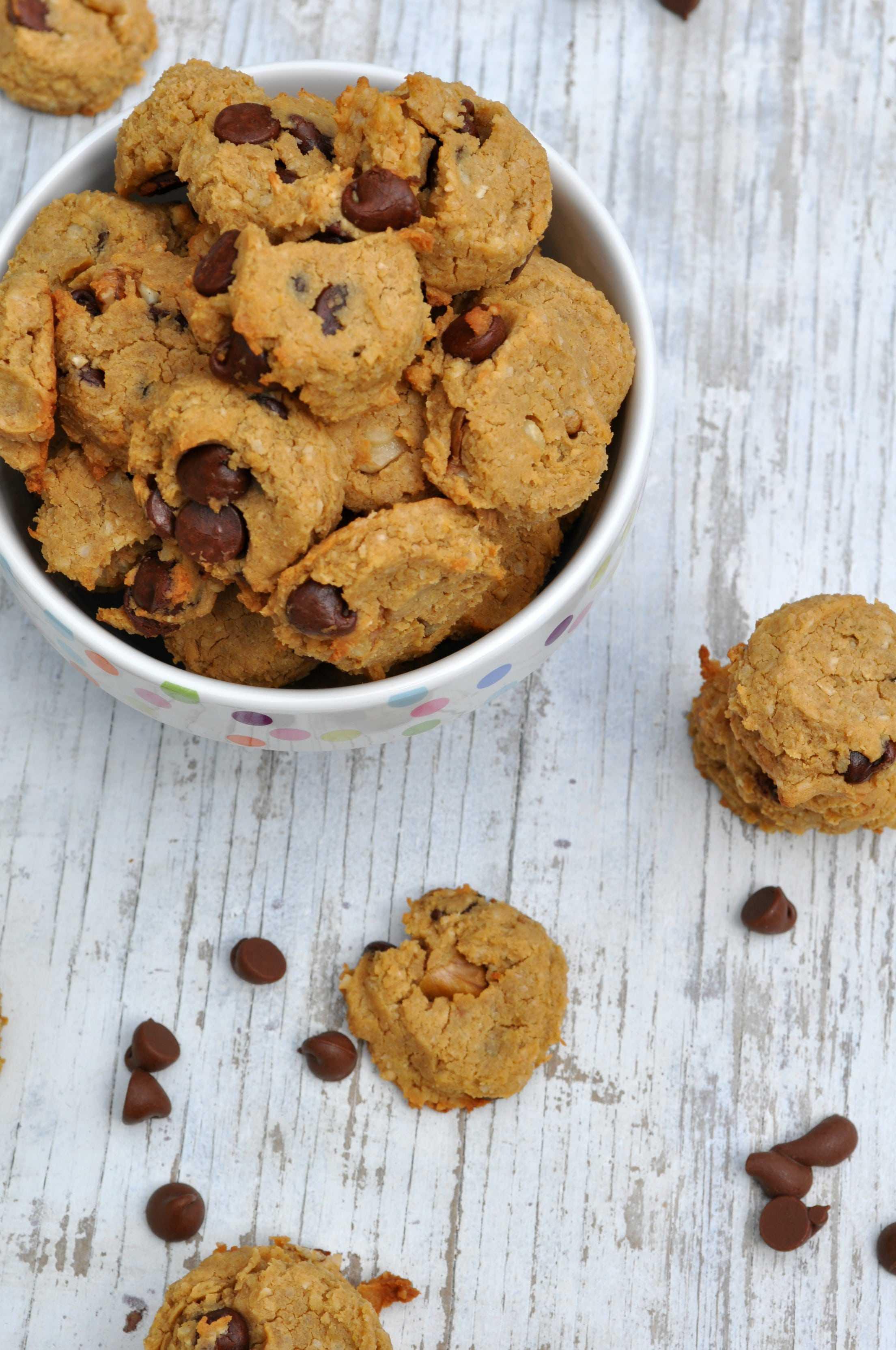 2-Bite Flourless Chocolate Chip Cookies - The Seasoned Mom