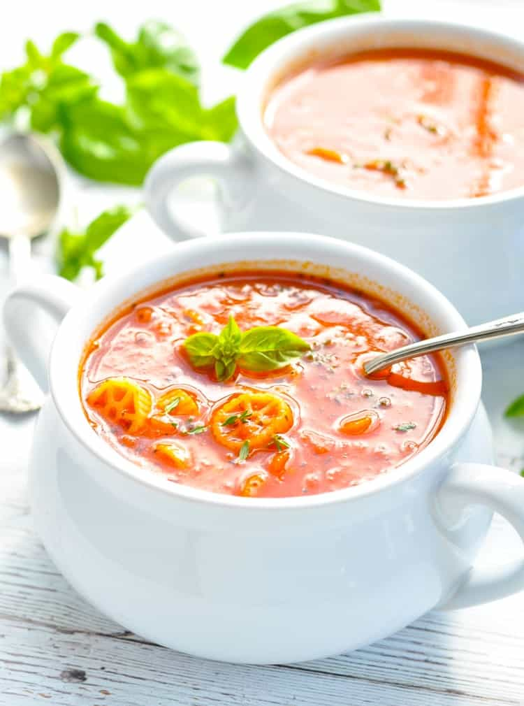 This 20-minute Marinara Soup is a delicious and easy vegetarian dinner recipe! Homemade Soup Recipes | Vegetarian Recipes | Easy Dinner Recipes #vegetarian #soup #ItalianFood #dinner