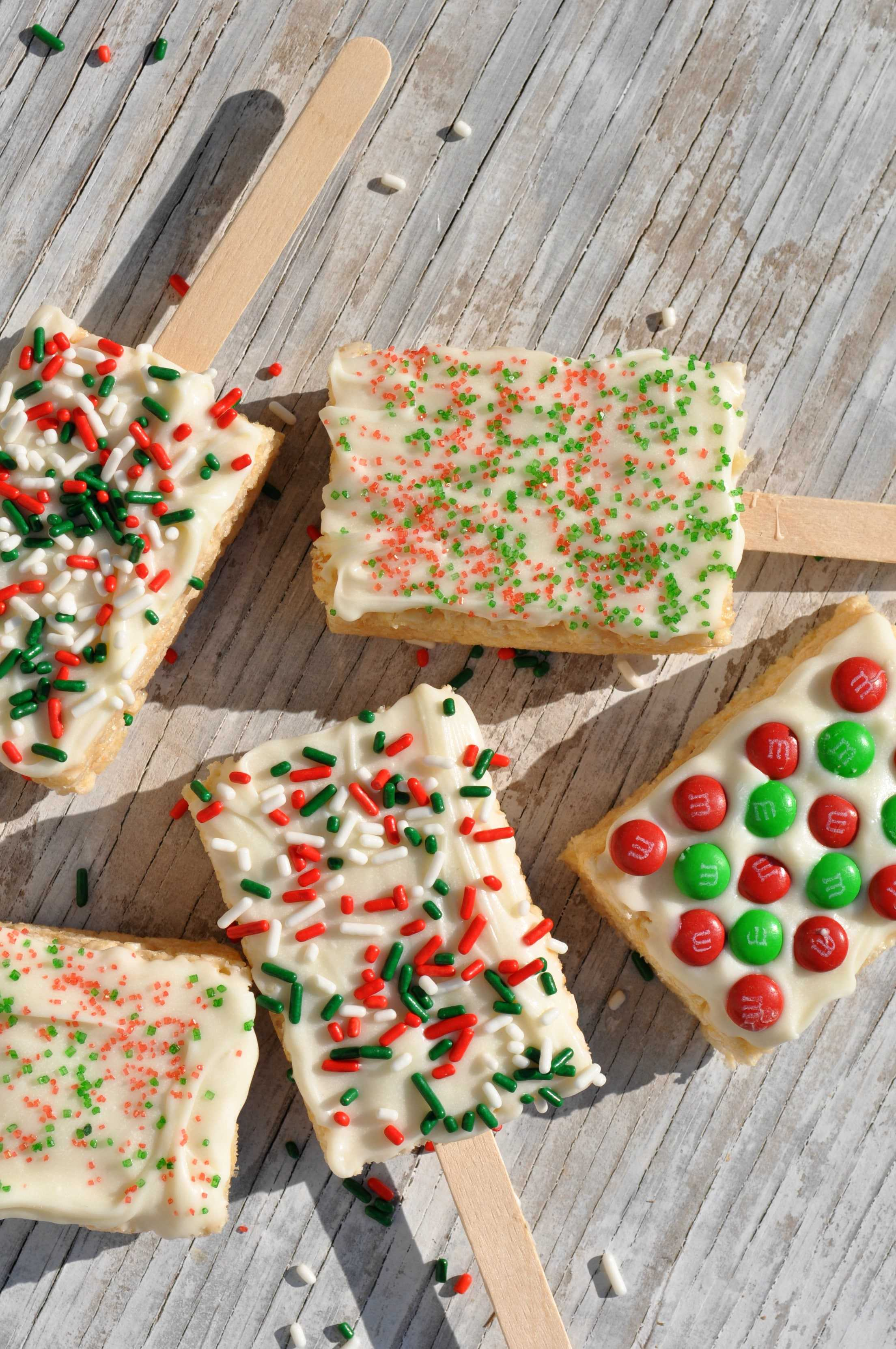 White Chocolate Rice Krispie Pops | Christmas Rice Krispie Treats Recipes You'll Love