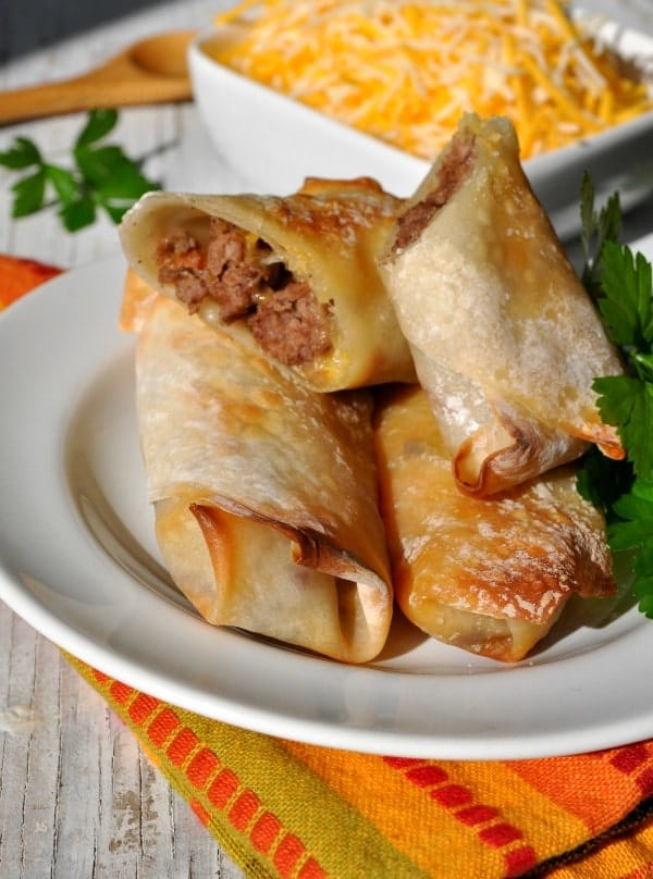 Skinny Baked Bacon Cheeseburger Egg Rolls 2