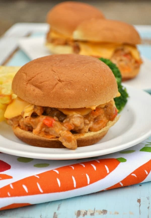 Cheesy & Easy Barbecue Chicken Sliders