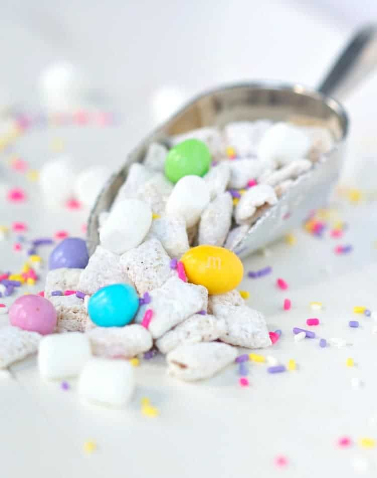 How to Make Easter Bunny Chow Mix