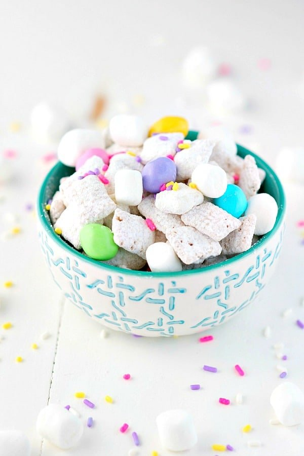 Easter Muddy Buddies recipe in a turquoise and white bowl