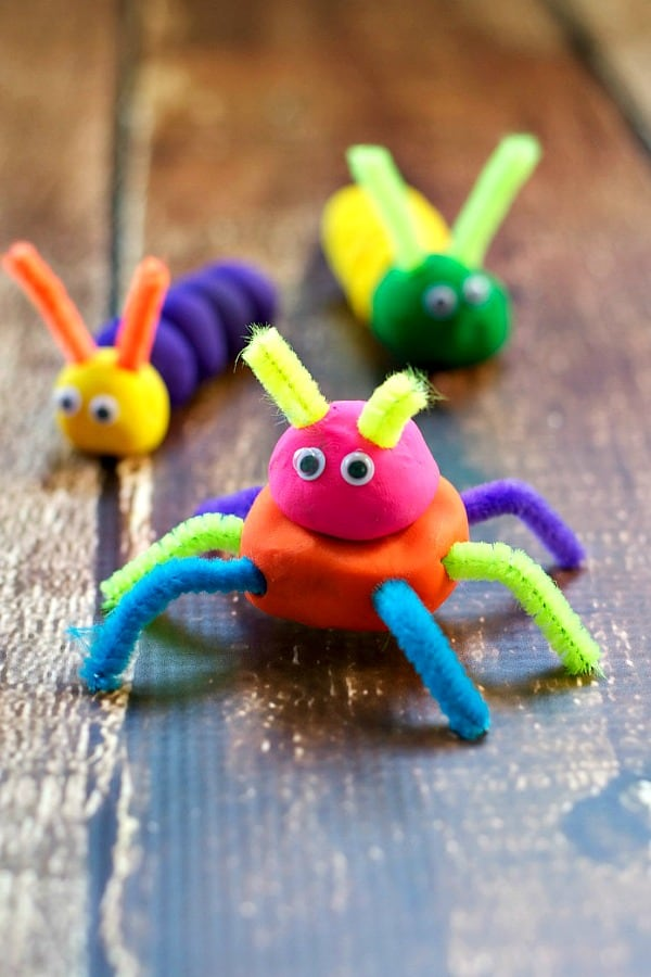 Cute little bugs make a fun easy and clean summer craft for kids