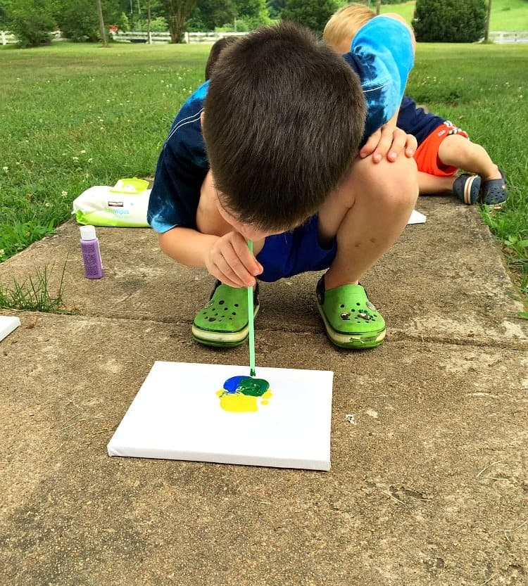Kids crafts are a fun way to stay busy this summer!