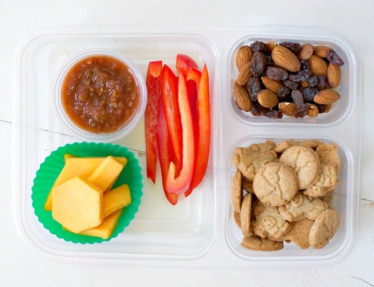 An entire week's worth of Fast and Fresh Lunch Box Ideas to take the guesswork out of your shopping and packing routine. Best of all, these options are all 100% kid-approved!