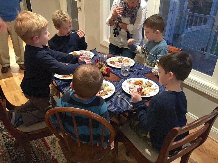 kids-table-thanksgiving