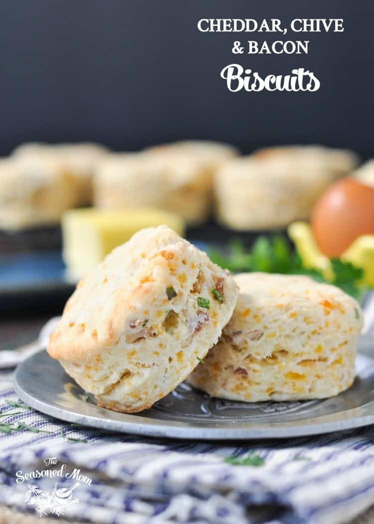 Cheddar, Chive & Bacon Biscuits | Biscuit Recipe | Biscuits from Scratch | Brunch Ideas | Brunch Recipes | Breakfast Ideas | Breakfast Recipes