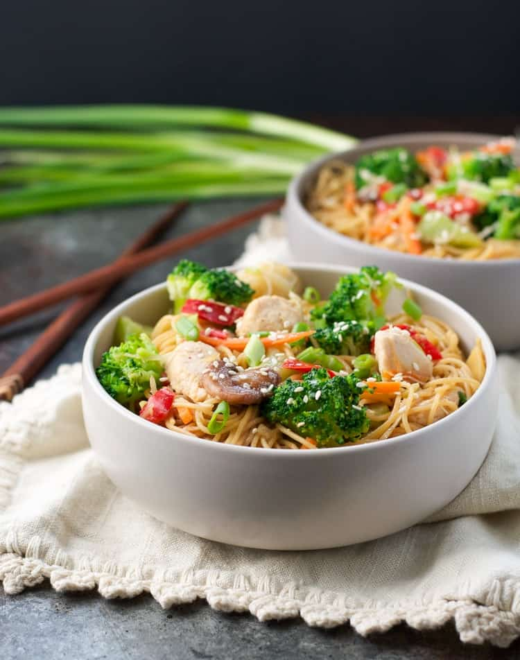 Just 2 minutes of prep for this Healthy Chicken Chow Mein! Dinner | Dinner Ideas | Chicken Recipes | Healthy Recipes | Healthy Dinner Recipes