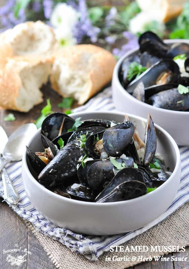 Steamed mussels in garlic and herb wine sauce the seasoned mom steamed mussels in garlic and herb wine sauce mussels recipe mussels appetizer seafood forumfinder Images