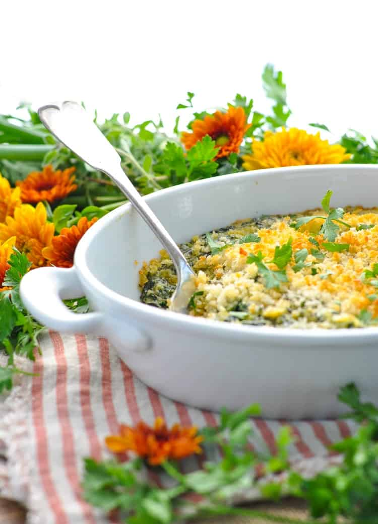 This Easy Creamed Spinach Casserole is a family recipe that's a perfect side dish for Thanksgiving dinner! Sides | Thanksgiving Party | Side Dish Recipes | Vegetarian Recipes