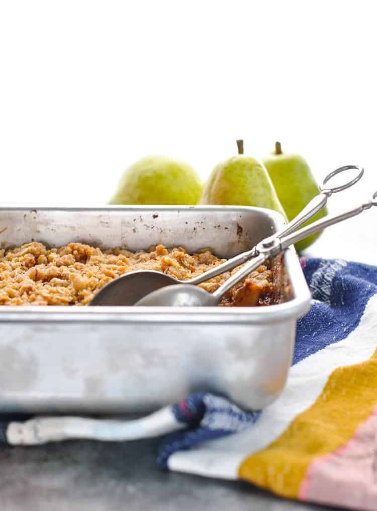 This Easy Pear Crisp is a perfect fall dessert recipe! Dessert Recipes Easy | Thanksgiving dinner | Pear Recipes