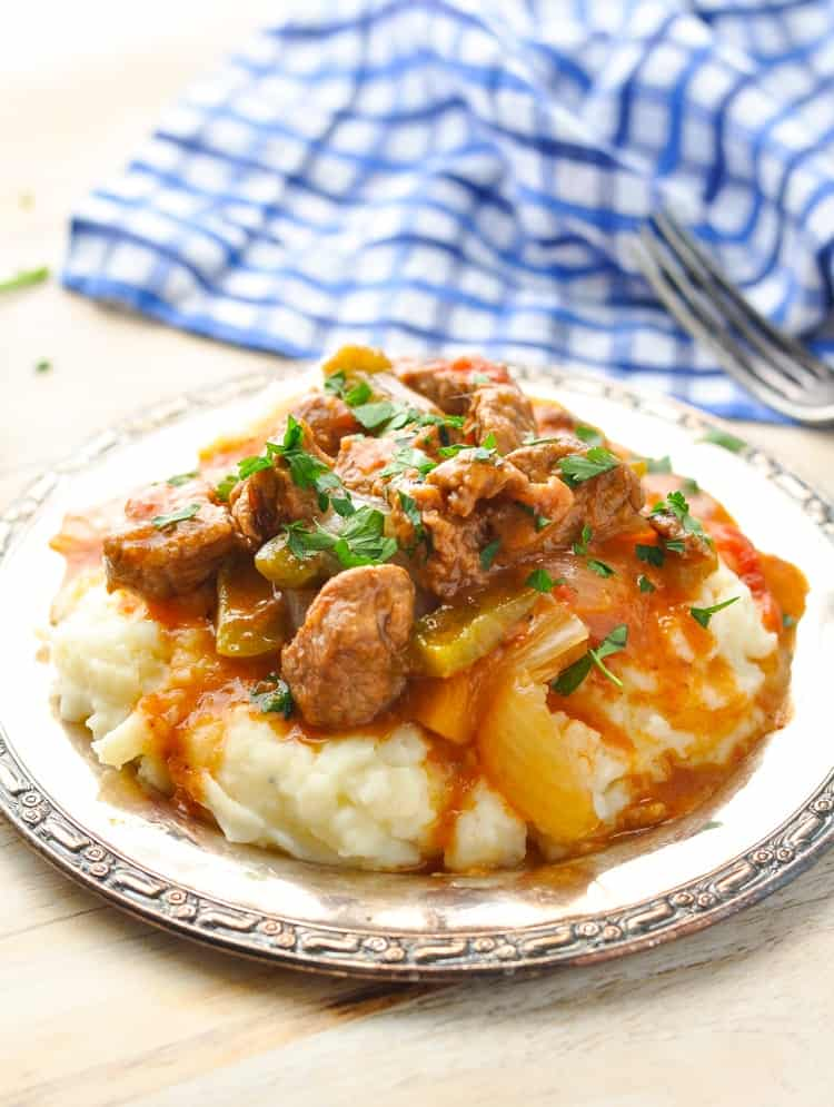 This easy and healthy Hungarian Goulash is a one pot meal that you can make in the slow cooker, too! Beef Recipes | Slow Cooker Recipes Healthy | Easy Dinner Recipes #beef #onepot #slowcooker #dinner