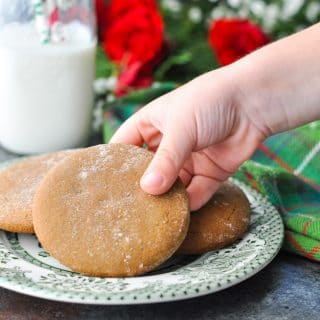 A hand holding gingerbread cookies