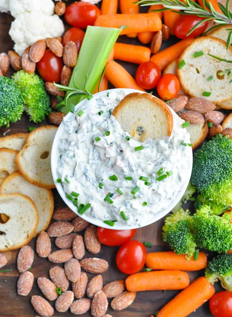 This 5-Ingredient Creamy Spinach Dip is an easy appetizer recipe that's perfect for any party! Dip Recipes | Snacks | Appetizers #appetizer #snack #partyfood #dip