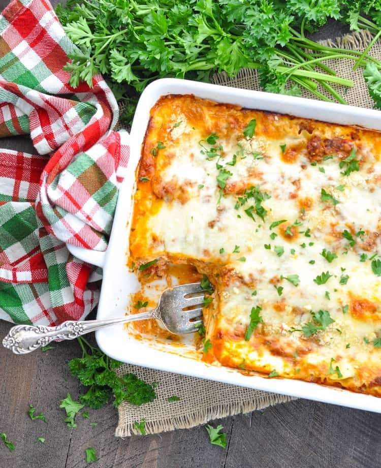 Chi-Chi's Christmas Eve Lasagna is an easy dinner that you can make ahead of time! Ground Beef Recipes | Dinner Ideas | Sausage Recipe | Pasta Recipes #beef #dinner #casserole #onepotmeals