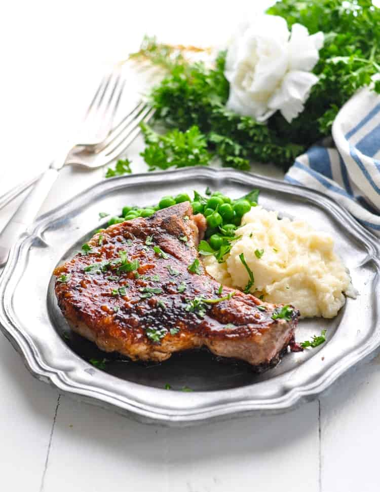 Simple and delicious 5-Ingredient Pan Fried Pork Chops are an easy dinner recipe with 5 minutes of prep! Pork Chop Recipes | Dinner Ideas | 5 Ingredients or Less Dinners #dinner #pork #porkchops