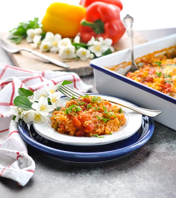 Use ground beef or ground turkey for this easy and healthy Dump and Bake Stuffed Bell Peppers Casserole!