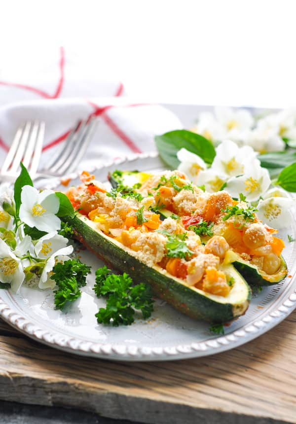 These vegan stuffed zucchini boats are an easy plant based dinner!