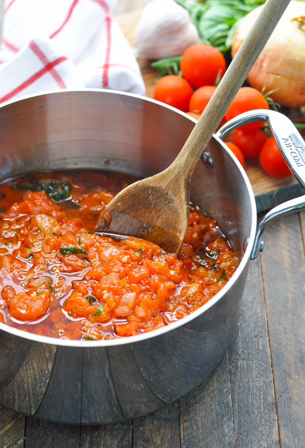 A fresh and healthy dinner recipe is ready in 45 minutes with this pasta pomodoro sauce