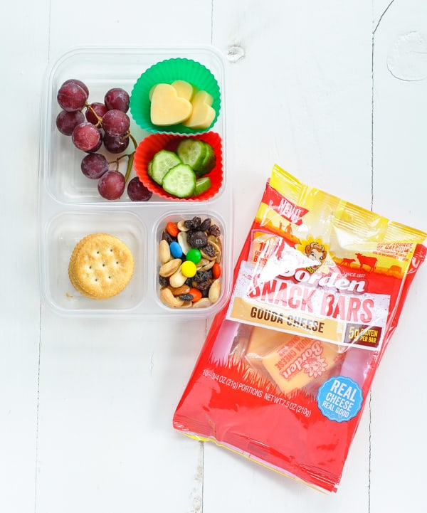 Lunch idea for kids with cheese and crackers
