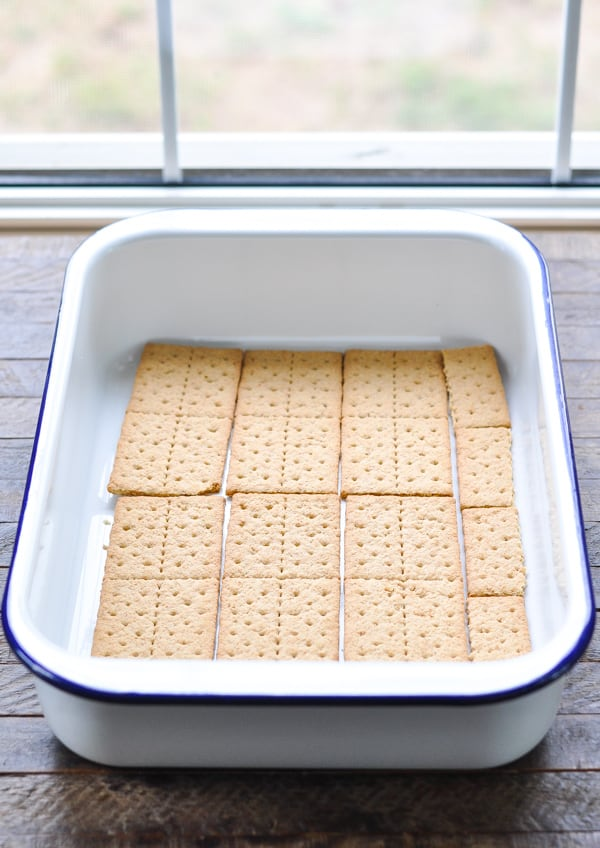 Graham crackers in dish for eclair cake