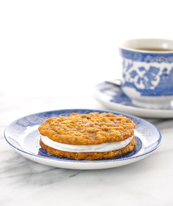 Single oatmeal cream pie sitting on a blue and white plate