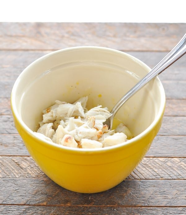 Jumbo lump crabmeat in a bowl