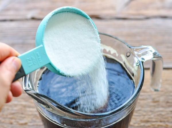 Adding sugar to sweet tea base
