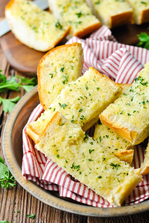 Front shot of a bowl of garlic bread slices