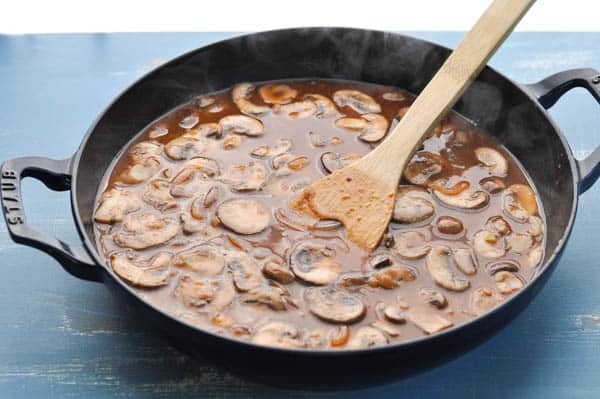 Mushroom gravy for salisbury steak