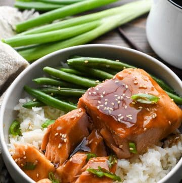 Flaked teriyaki salmon with rice and green beans