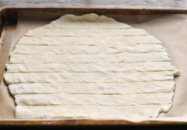 Cutting lattice top for pie crust