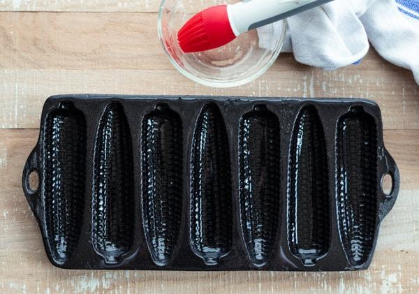 Cast iron cornbread sticks pan