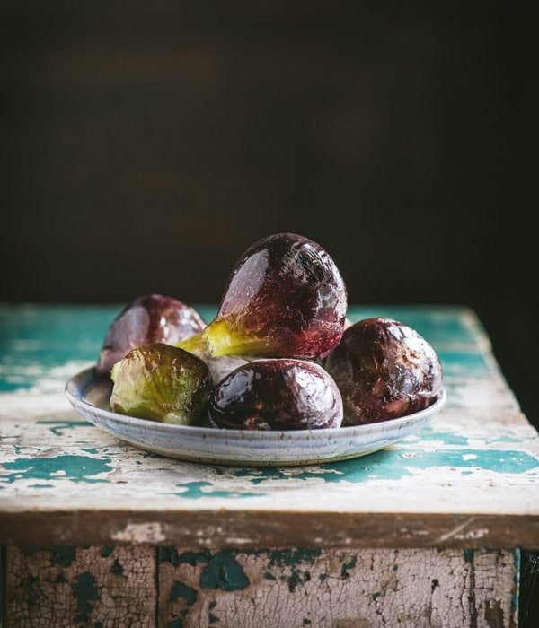 Side shot of fresh Brown Turkey figs on a plate